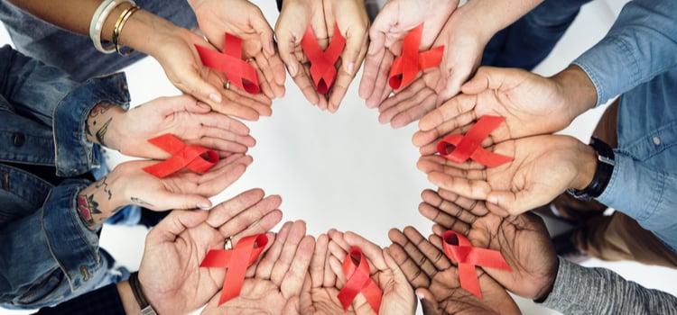 HIV θετικό dating εφαρμογή μέσω των τηλεφωνικών υπηρεσιών γνωριμιών