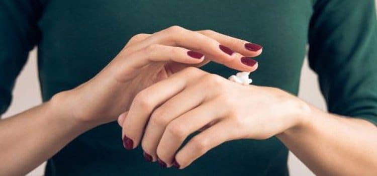 5 κρέμες χεριών που ορκιζόμαστε πως θα σε σώσουν στο κρύο