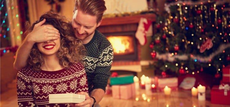 8 Ιδέες για Χριστουγεννιάτικα Δώρα για Εκείνη