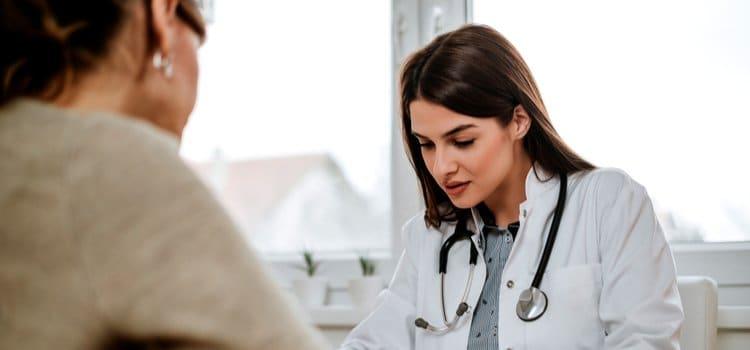 Ποιες είναι οι βασικές εξετάσεις που πρέπει να κάνεις αν μπαίνεις στην εμμηνόπαυση