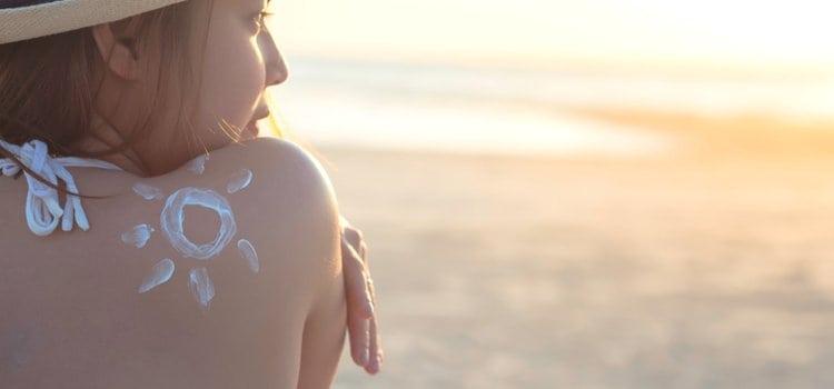 Γιατί το δέρμα ξεφλουδίζει μετά από το ηλιακό έγκαυμα σύμφωνα με τους δερματολόγους;