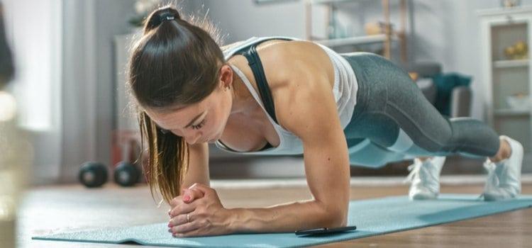 4 + 1 ασκήσεις κοιλιακών για να κάνεις στο σπίτι