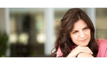 Εμμηνόπαυση: Σε ποια ηλικία έρχεται & ποια είναι τα συμπτώματα