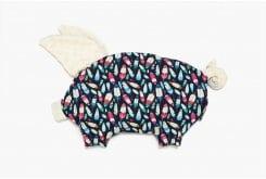 """Εικόνα του """"La Millou Sleepy Pig Indian Plume Ecru Βρεφικό Μαξιλάρι Γουρουνάκι 35cm x 40cm, 1 τεμάχιο"""""""